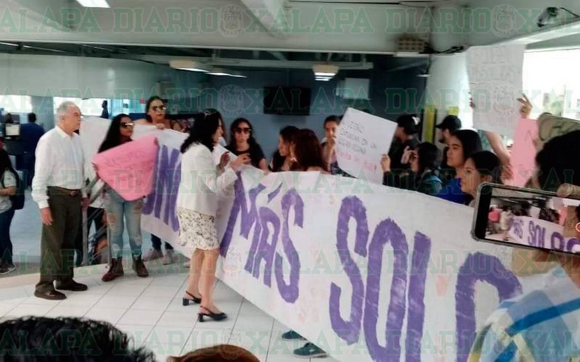 Estudiantes de Veracruz-Boca se manifiestan para exigir alto al acoso sexual en la UV - Diario de Xalapa