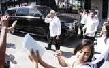 AMLO manda besos a sus seguidores / Foto: René Corrales | Diario de Xalapa