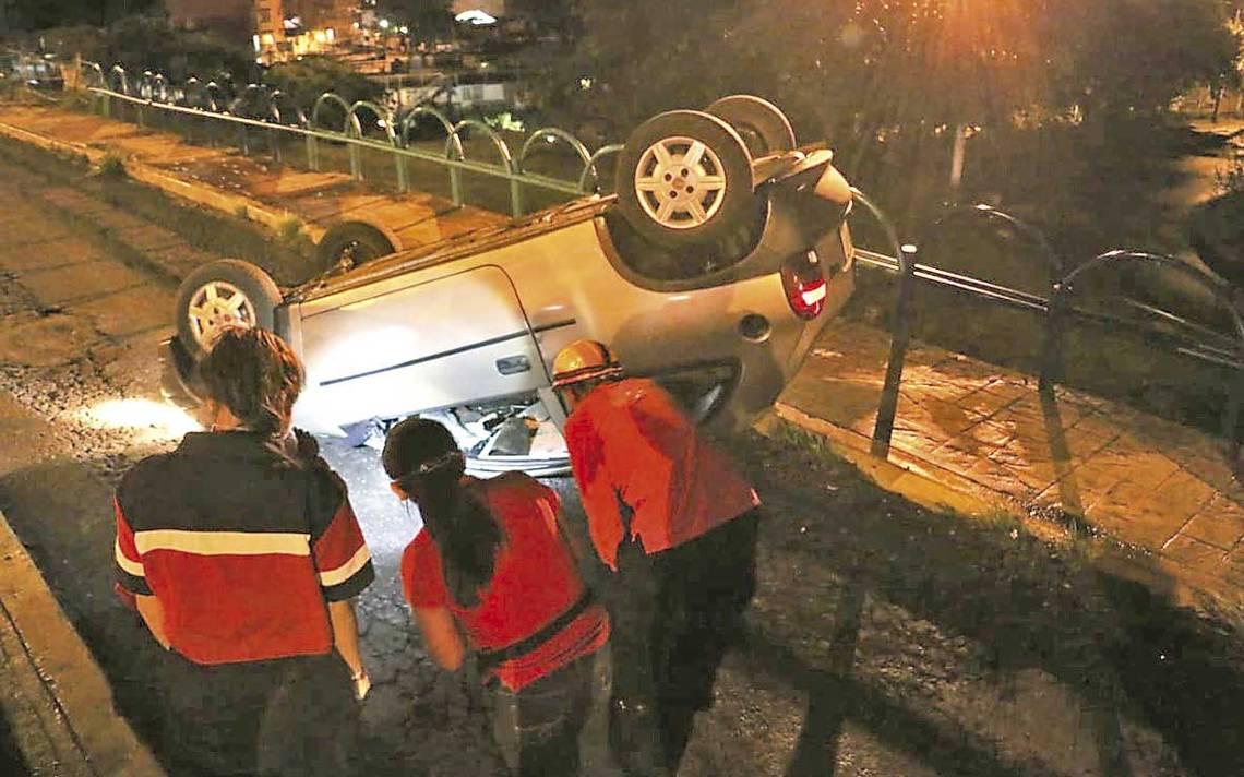 Circuito Presidentes Xalapa : Abandonaron auto volcado en circuito presidentes diario