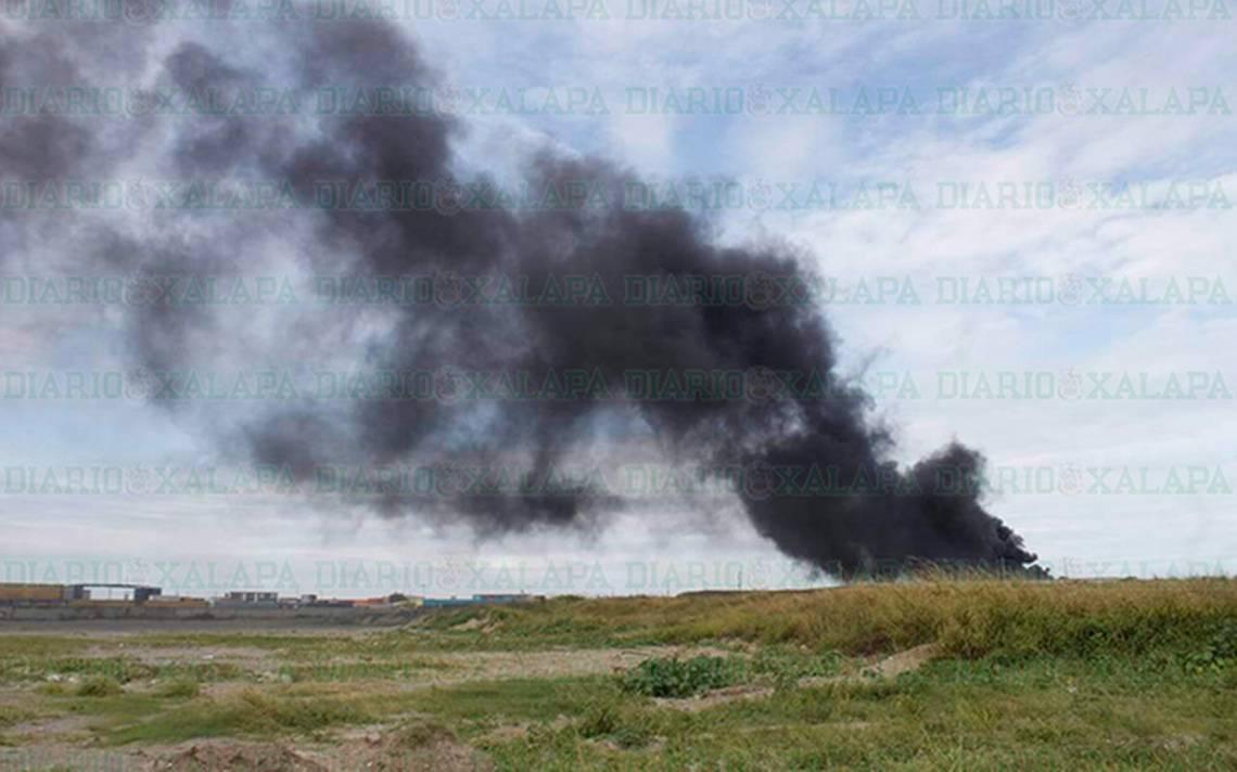 Quema de llantas provoca movilización de Bomberos en Veracruz - Diario de Xalapa